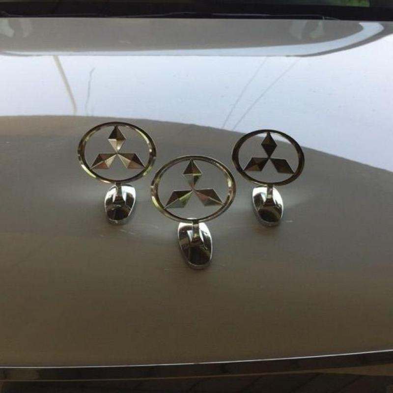 Logo 3D trang trí xe ô tô Mitsubishi