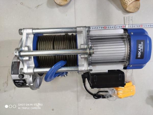 Tời điện HiKari HR 3500, công suất 3,5 KW, 220 vôn, Madein Thái lan (nâng 1500-3000kg) màu xanh trắng, đặt trên cao hoặc mặt đất dây đồng chịu nhiệt.