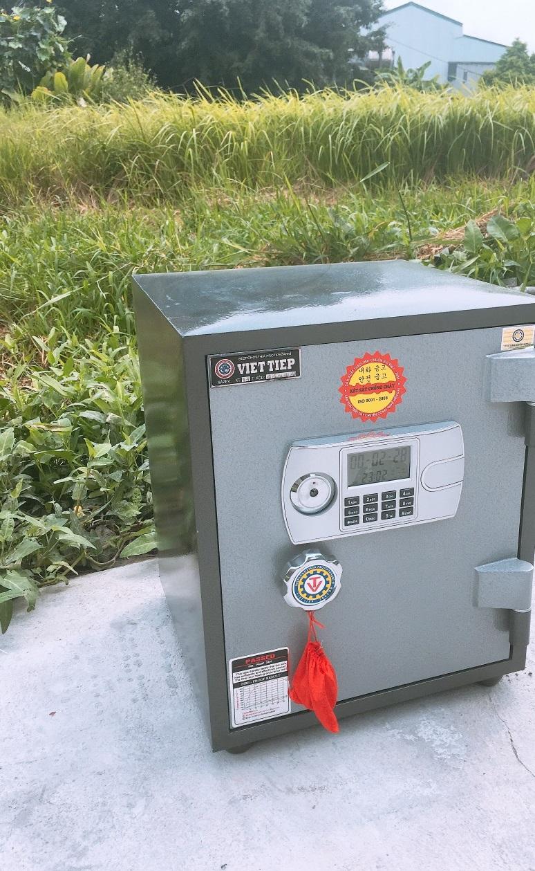 Két sắt Việt Tiệp khoá điện tử VE48 có báo động - C475 x R360 x S385 mm - Thân két + cánh cửa đúc đặc 02 lớp chống cháy chống phá.