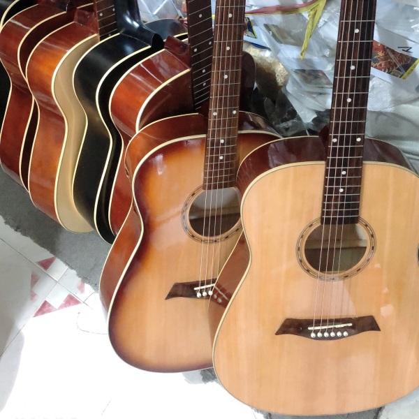 Đàn guitar acoustic thùng vuông, có ty chỉnh cần, khóa đúc rời
