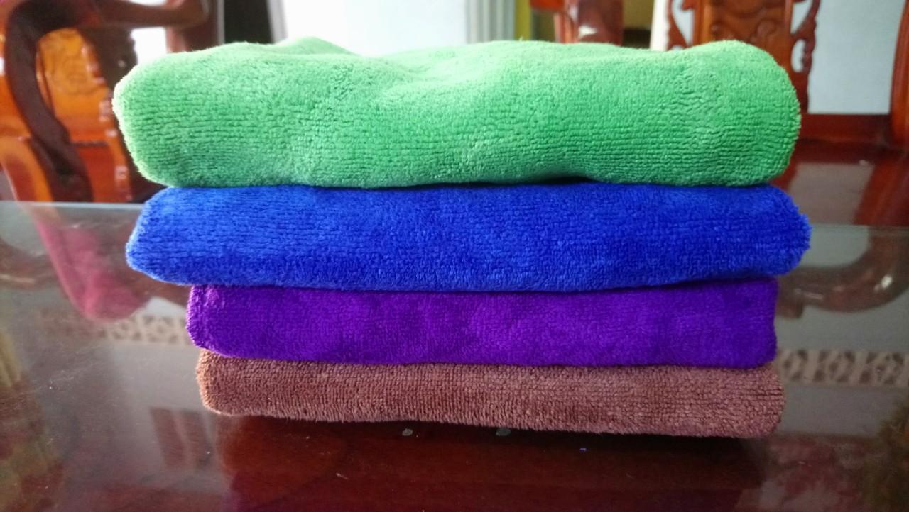 4 khăn lau xe oto 30x70cm (loại siêu dày) Hàn Quốc được làm từ sợi Microfiber mềm mịn, thấm nước siêu tốc  lau sạch các bề mặt xe mà không làm trầy xước sơn xe... Độ bền cao gấp 3 lần so với sản phẩm thông thường