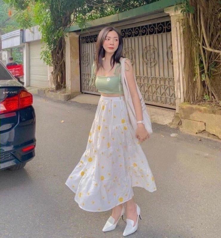 Set áo hai dây thêu hoa và chân váy maxi chấm bi