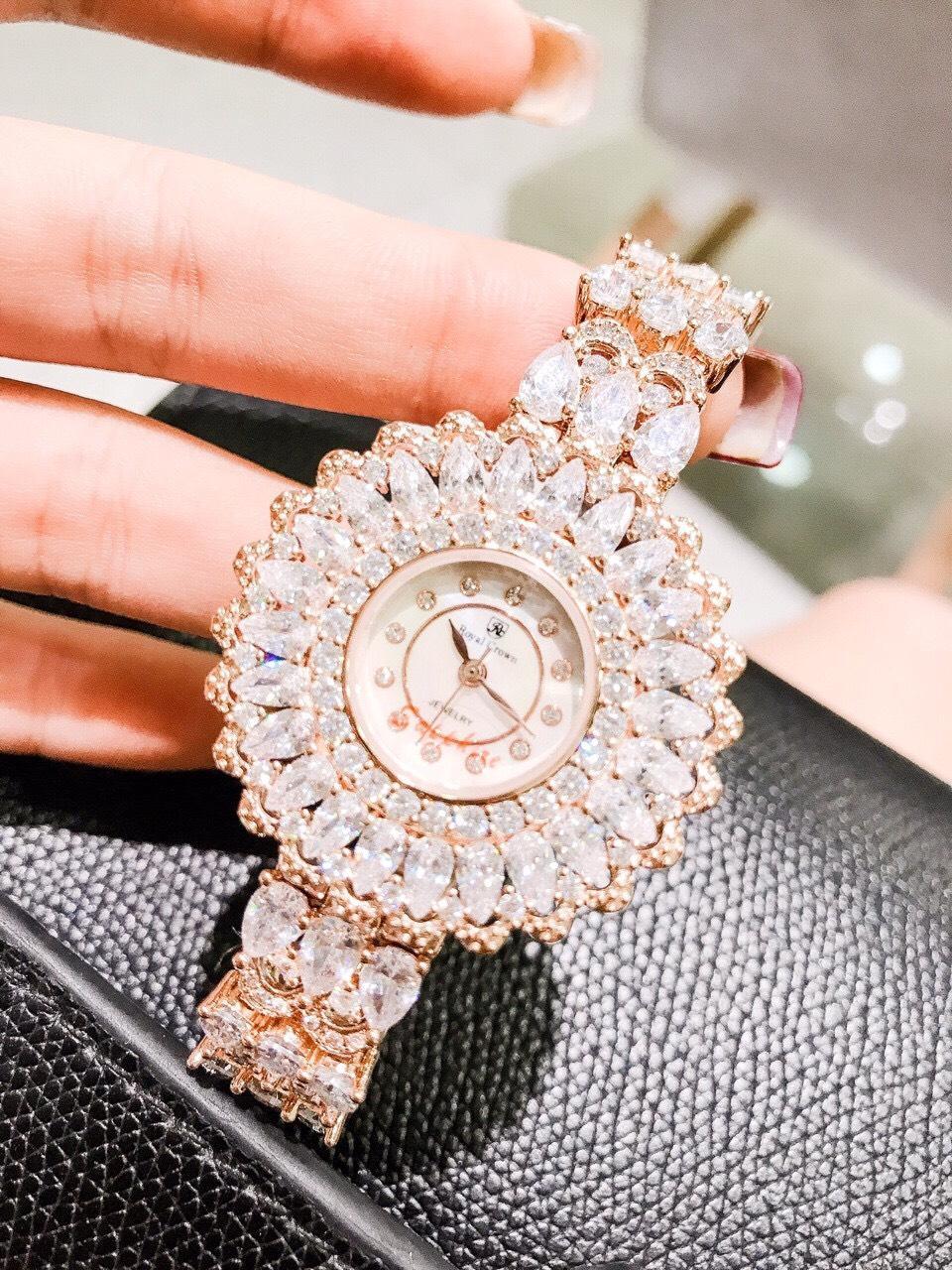 Đồng hồ nữ thời trang Royal Crown đính đá size 36 mm bán chạy