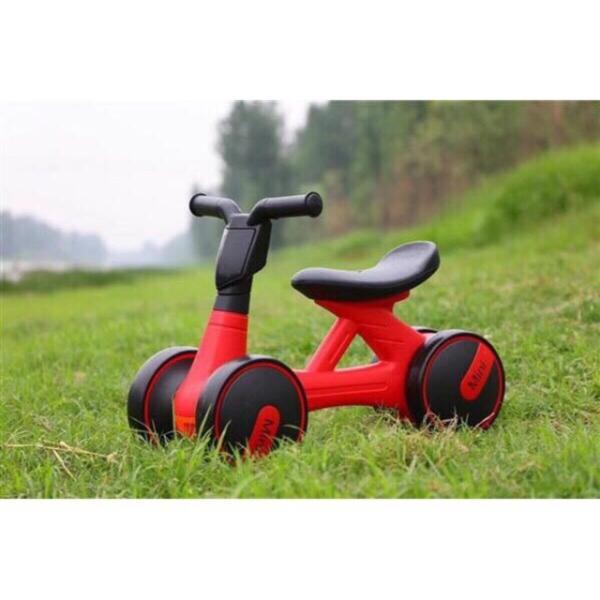 Giá bán Xe đạp, Đồ chơi, Xe lắc, Xe chòi chân, Xe Chòi Chân 4 Bánh Tự Cân Bằng Cho bé , Xe chòi chân có đèn và nhạc mini cao cấp. Hỗ trợ cho bé giữ thăng bằng một cách dễ dàng