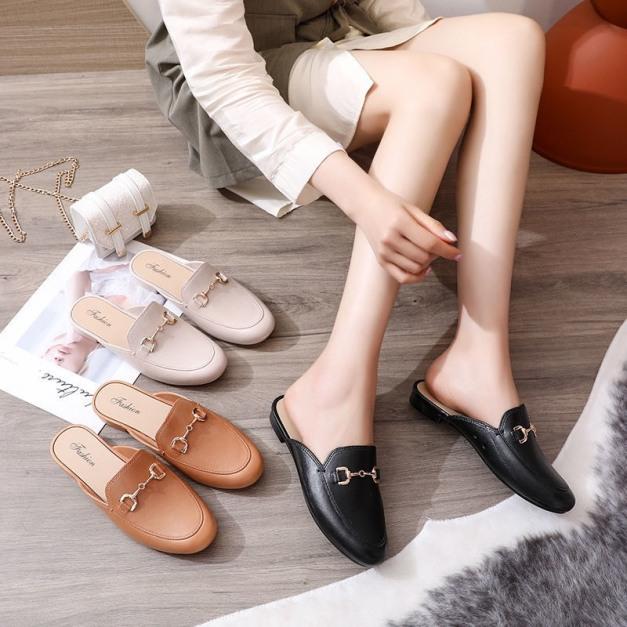 (Có 3 Màu) Giày sục nữ trơn phối móc khóa cá tính - B end T Shop giá rẻ