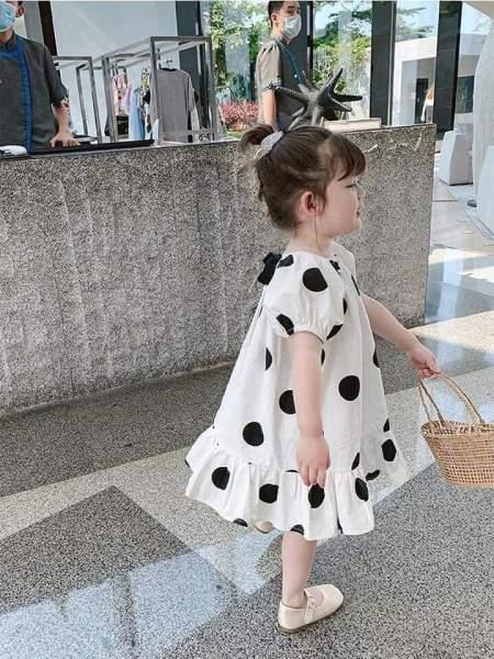 Giá bán [[MẪU MỚI]] Váy bé gái chấm bi đuôi cá nơ cổ cực xinh cho bé - VBG-CBDC