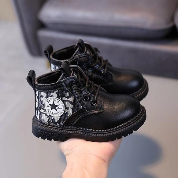 Boot ngôi sao( giày trẻ em) giá rẻ