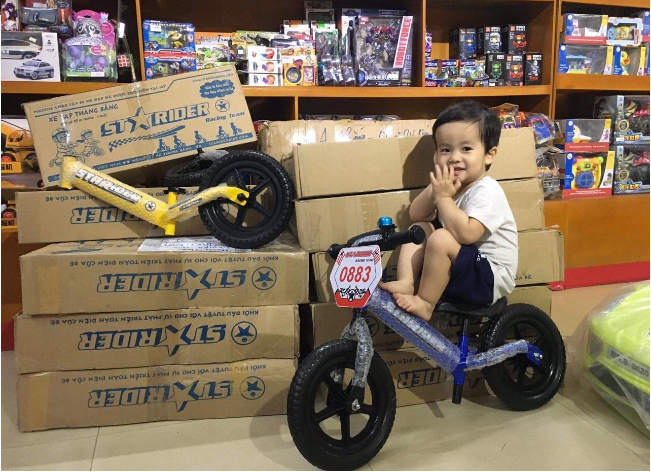 Mua Xe thăng bằng Starider 2018 xanh tập cho bé khả năng giữ thăng bằng, hỗ trợ biết đi xe đạp sớm (Tặng kèm bọc lái+biển số)- Bán buôn toàn quốc