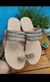 Dép xỏ ngón nữ quai đính đá lên chân điệu đà thumbnail