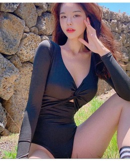 [LOẠI ĐẸP + HÌNH CHỤP THẬT] Bikini, Bodysuit tay dài xoắn ngực màu đen cá tính thumbnail