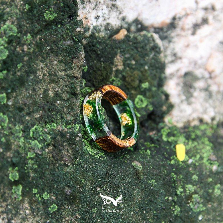 GREEN MOSS GOLDEN RINGS