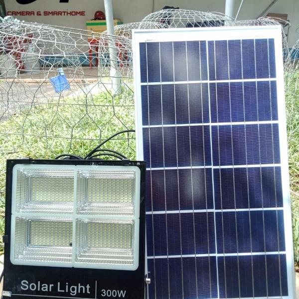 Đèn năng lượng mặt trời 4 bóng 300w