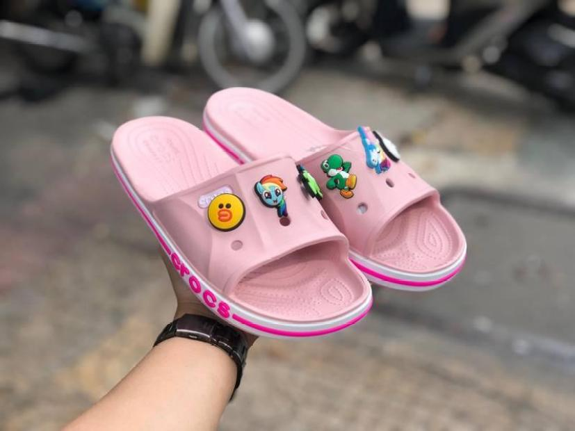 Dép Crocs Nữ quai ngang cao cấp thiết kế quai thời trang, sành điệu giúp tôn dáng chân - Tặng kèm 12 sticker giá rẻ