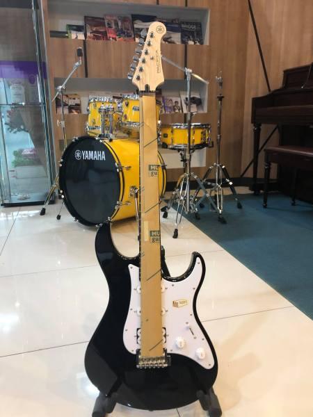 Đàn Guitar Điện Yamaha Pacifica 112J ( Màu Đen ) chính hãng Bảo hành 12 tháng
