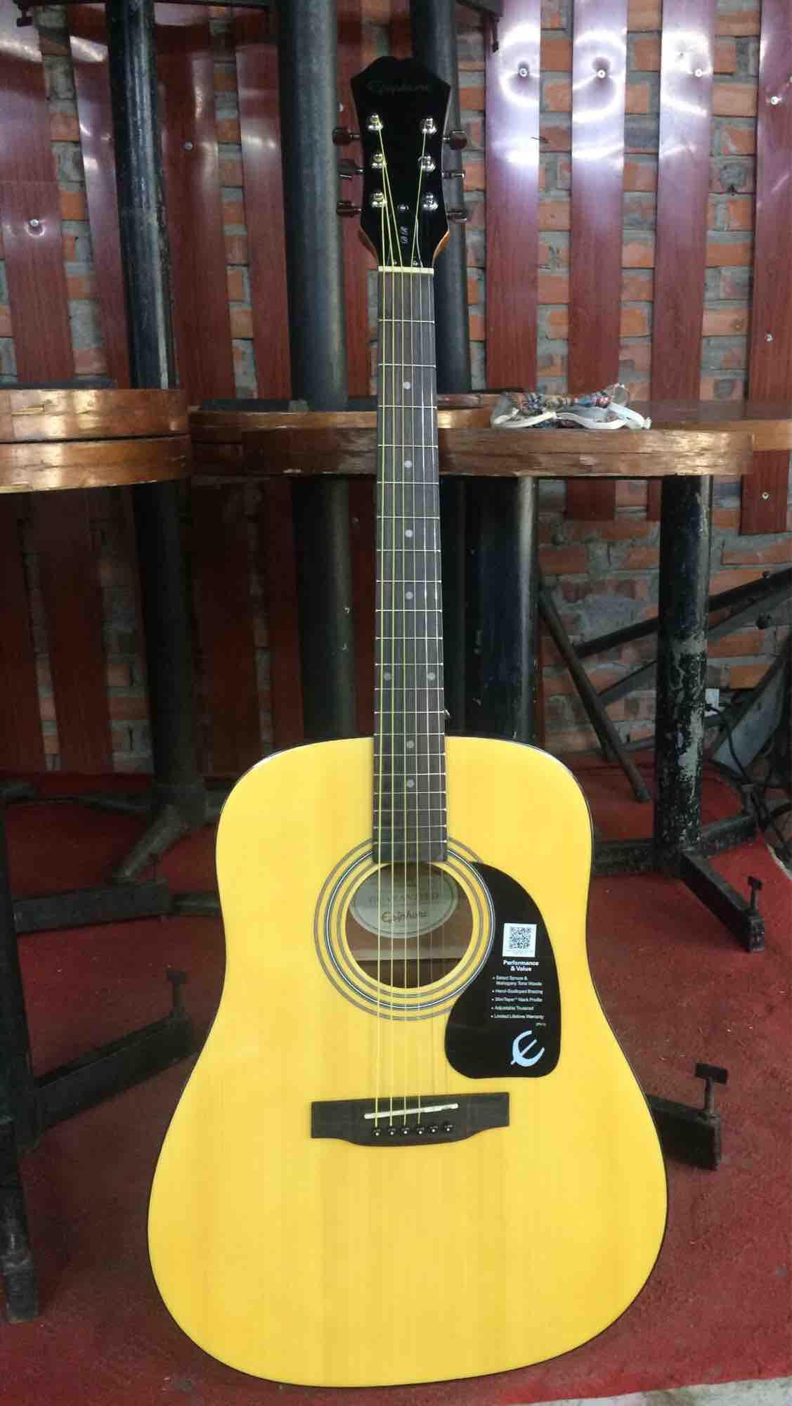 Đàn guitar DR100