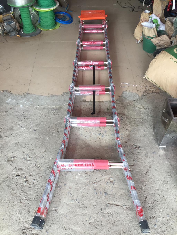 Thang Inox chữ A 2 mét đế cam