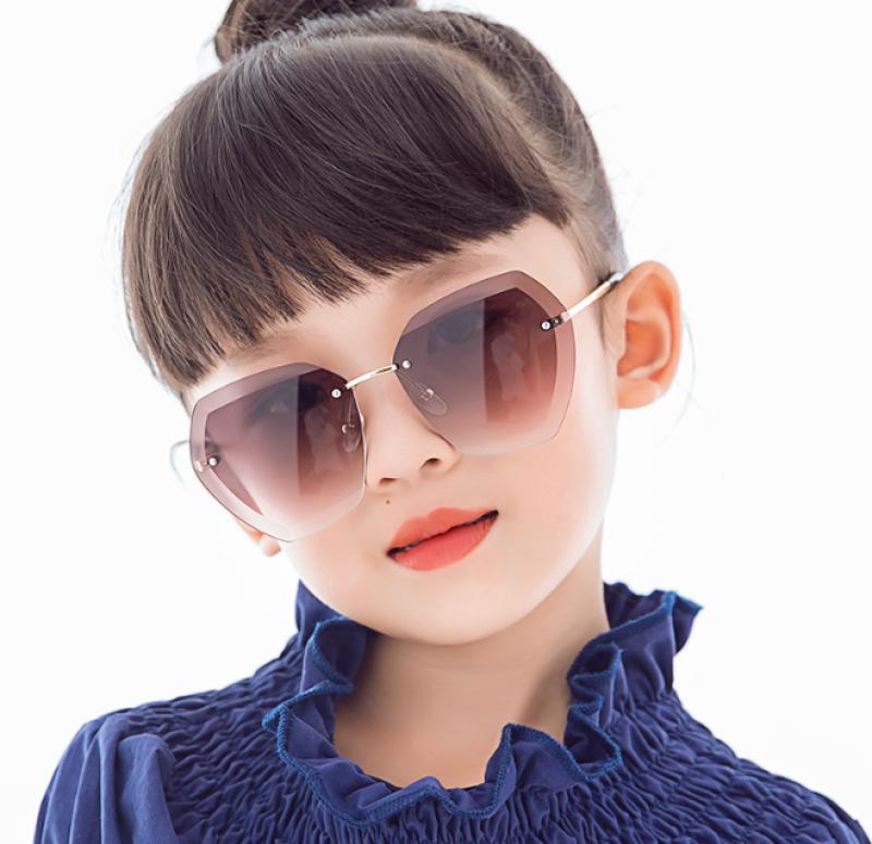 Giá bán Kính mát thời trang chống tia UV cho bé
