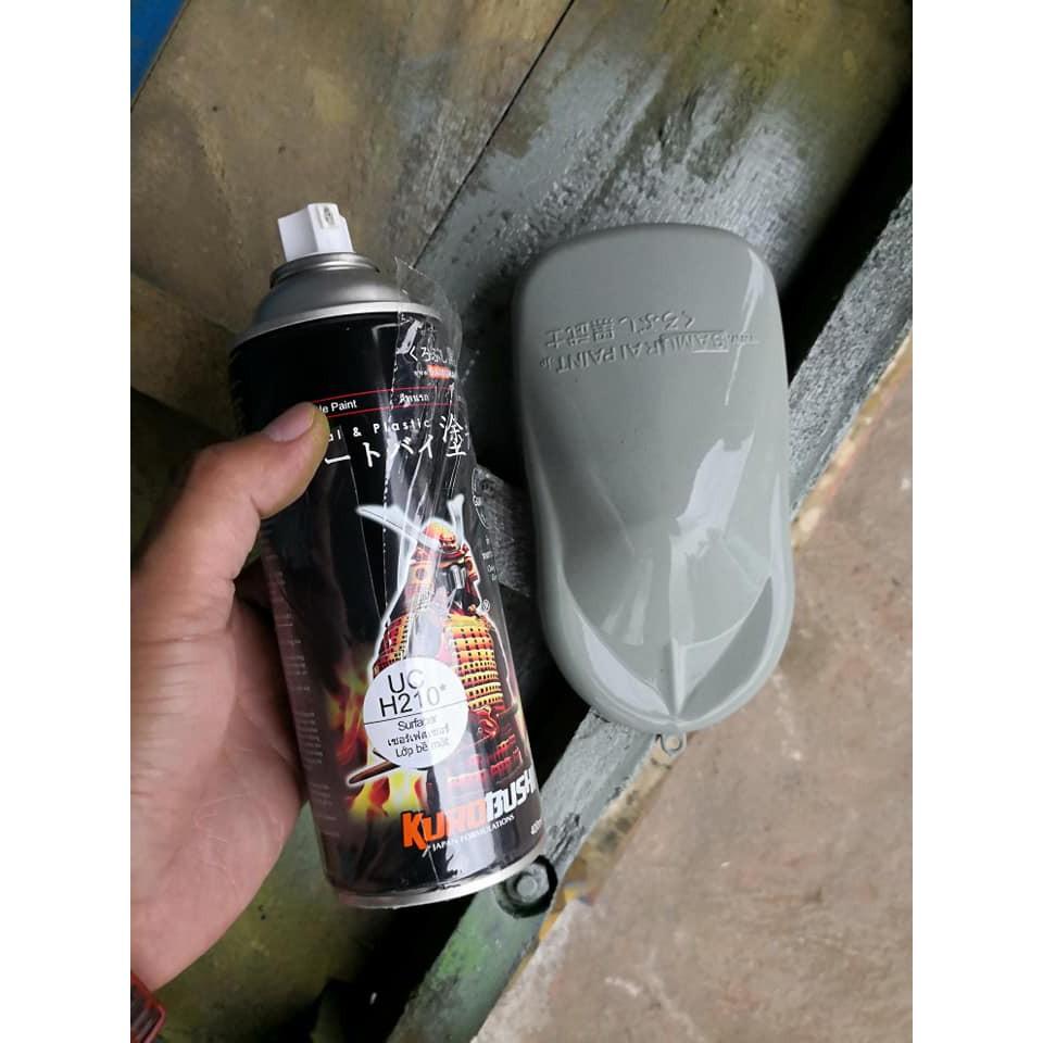 Sơn xịt Samurai Lót Xám - UCH210 (400ml) (sơn lót dành cho dàn áo, mâm xe,..)  tạo độ bám dính tốt cho lớp sơn phủ trang trí