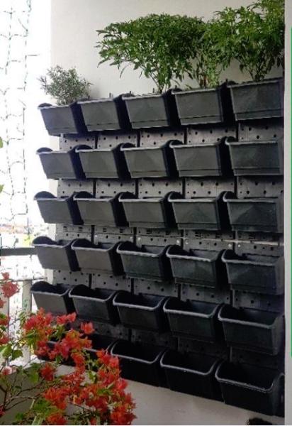 [HCM]1m2 Bộ khung chậu vườn tường HOLO - Trồng cây trồng rau trồng hoa trên tường (10 khung + 30 chậu)