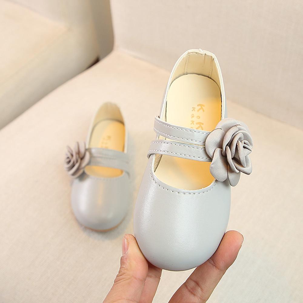Giá bán Cô Gái Giày Giày Công Chúa 2019 Mùa Xuân Và Mùa Thu Mẫu Mới Bông Hoa Giày Da Kiểu Hàn Quốc Giày Giày Tods Học Sinh Tiểu Học Giày Biểu Diễn