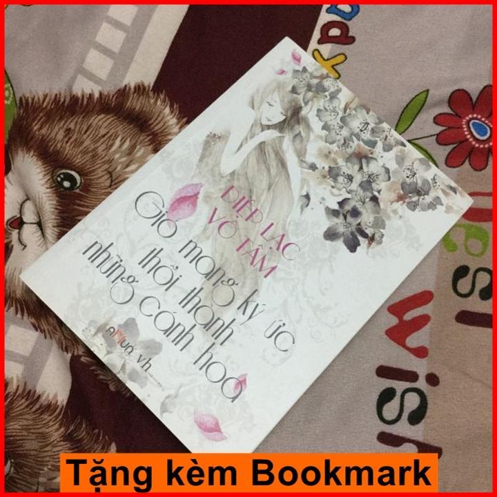 Mua Gió Mang Ký Ức Thổi Thành Những Cánh Hoa + Tặng Bookmark