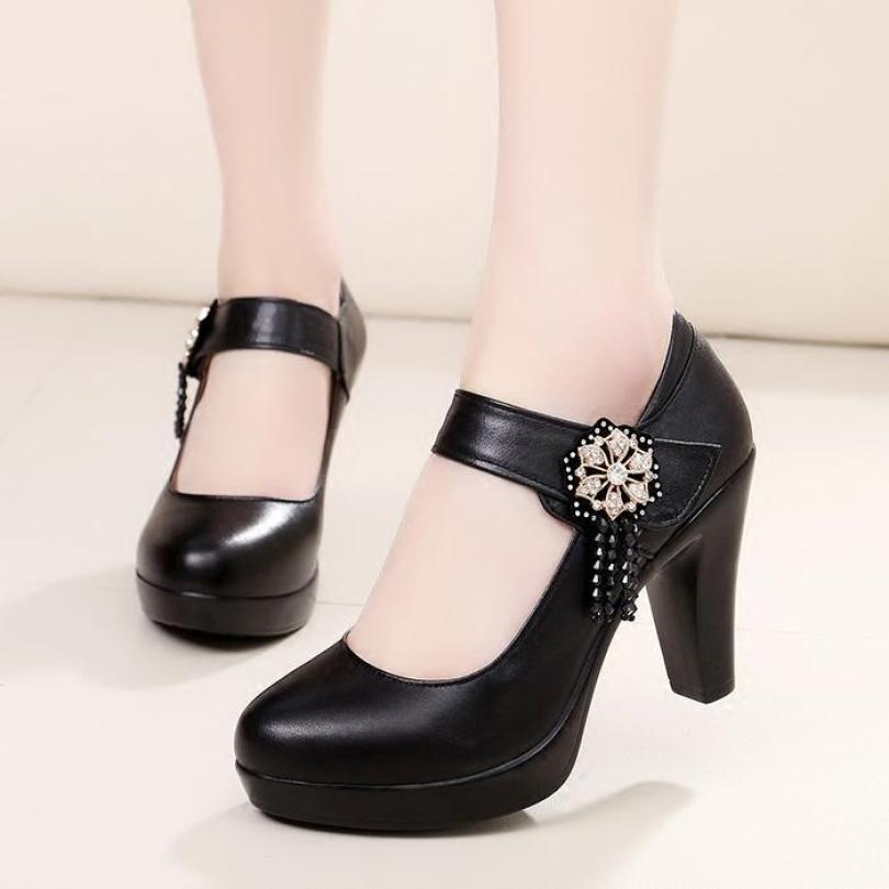 Giày người mẫu miệng nông mũi tròn da thật giày da cao gót đính cườm hoa khóa dính ma thuật chống nước gót thô giày cao gót nghi lễ giá rẻ