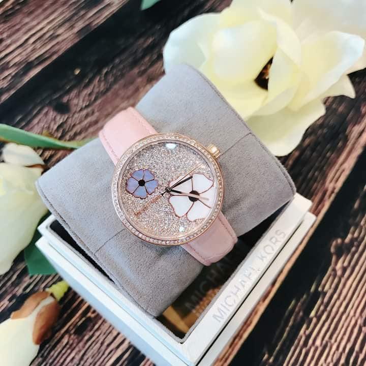 Nơi bán Đồng hồ nữ dây da Michael Kors Courtney MK2718 size 36mm màu hồng phấn