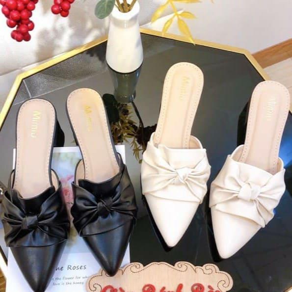 Giày sục nữ thời trang mũi nhọn quai xoắn nơ đế vuông hở gót form chuẩn size 35-40 cao 2cm màu đen và kem