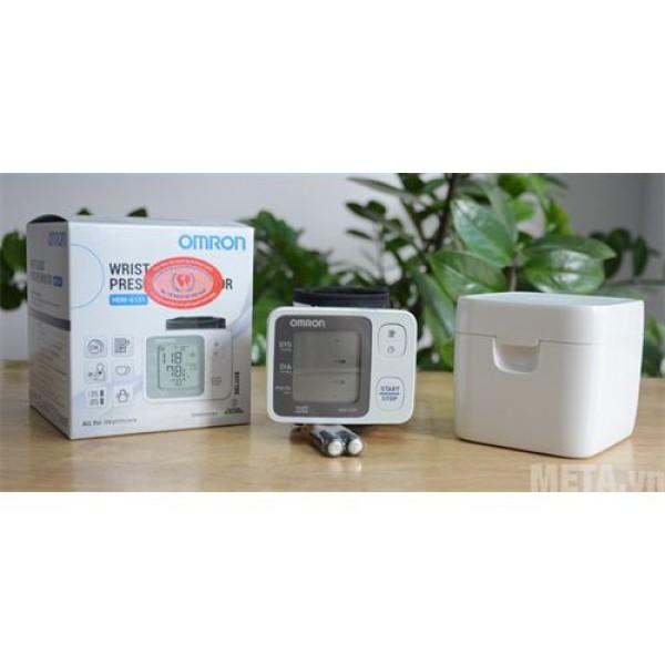 Máy đo huyết áp cổ tay omron hem-6131 tặng dụng cụ lấy ráy tai có đèn, sản phẩm đa dạng, chất lượng tốt, đảm bảo an toàn sức khỏe người sử dụng bán chạy
