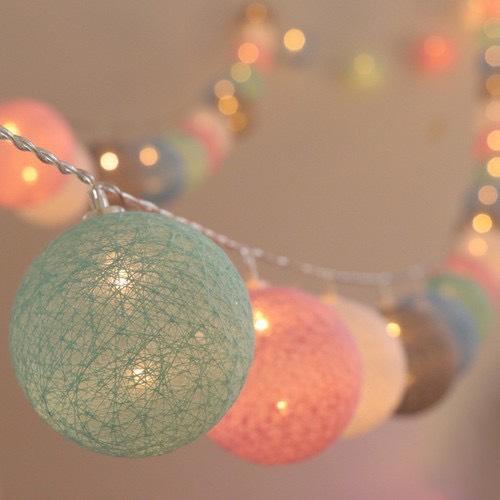 Dây Đèn Cotton Ball Dài 4 Mét 20 Banh Led, Banh Vải, 5 Màu Pastel, Xài Điện 220 V, Có Phích Nối Dài Dây Giá Tốt Duy Nhất tại Lazada
