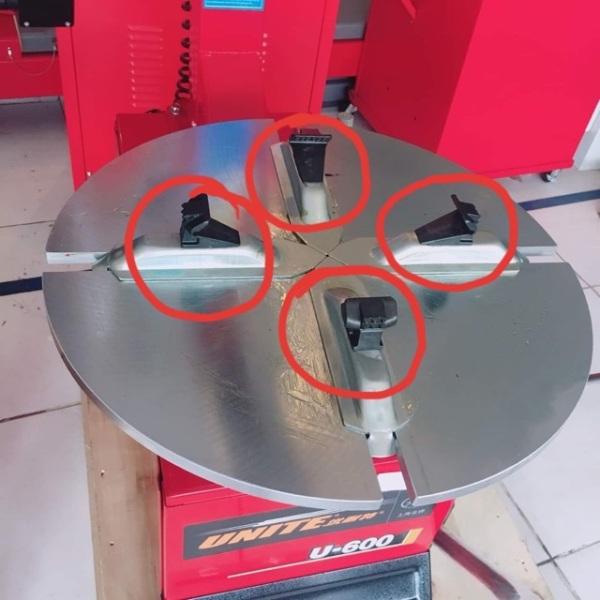 Bộ 4 Chấu Kẹp Lốp Nhựa Máy Ra Vào Lôp