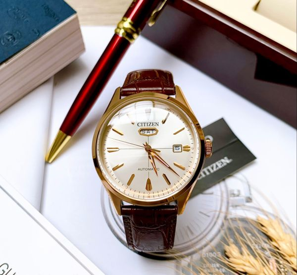 Đồng hồ Nam Citizen Automatic C7 NH8393-05A Size 40mm,Mặt trắng,Vỏ vàng hồngLịch thứ ngày-Máy cơ-Dây da nâu cao cấp