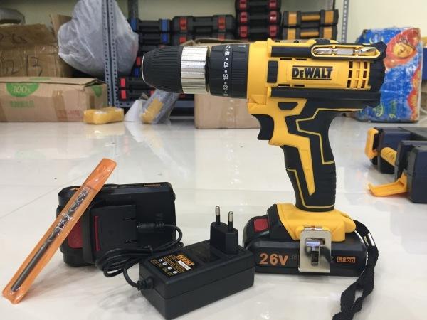 Máy khoan pin máy vặn vít dewalt 26v loại 1 có búa (chỉ bao gồm thân máy), có đèn chiếu sáng khi khoan, đảm bảo ánh sáng ở những nơi làm việc thiếu sáng