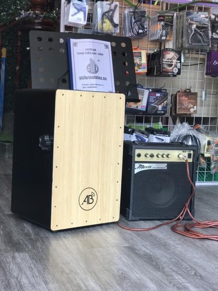 Trống cajon AB Drum có EQ giúp kết nối loa, âm ly,... để biểu diễn hoặc đi show cực hay - Bảo hành 6 tháng - tặng kèm bao dù, miếng lót chống ê mông, dây jack kết nối loa
