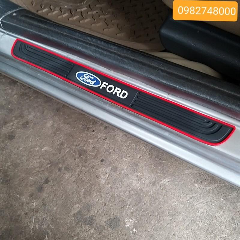 Bộ 4 Miếng Nẹp Bước Chân Bằng Cao Su Chống Trơn Trượt - Miếng Dán Chống Trầy Xước Bậc Cửa Lên Xuống Ô Tô Logo Ford