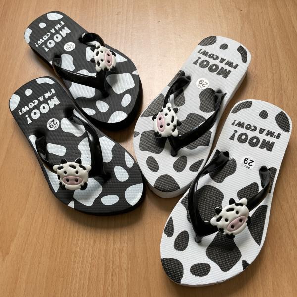 Giá bán Dép xỏ ngón dành cho bé gái họa tiết bò sữa dễ thương. Dép xỏ ngón bò sữa dễ thương êm chân cho bé gái