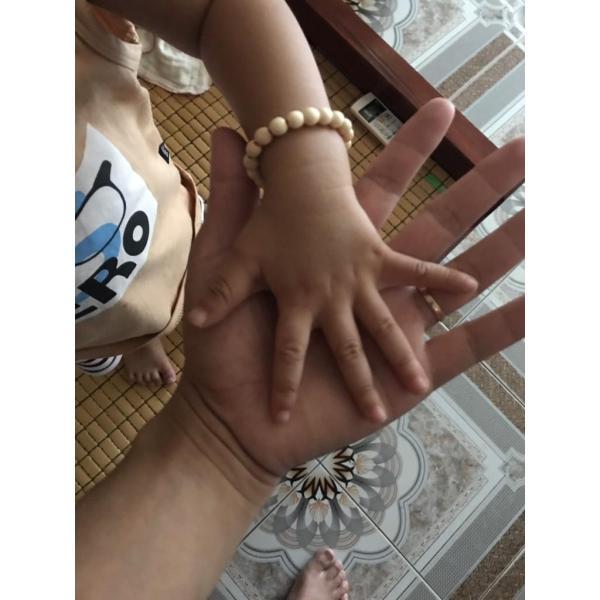 Giá bán Combo 02 Vòng dâu tằm đeo tay, chân cho bé từ sơ sinh đến 2 tuổi