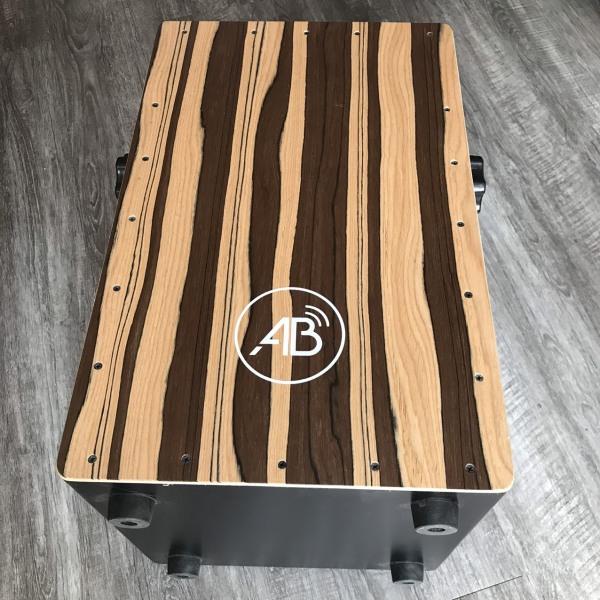 Trống Cajon AB Drum màu nâu sọc có tay vặn chỉnh tiếng snake có lắp EQ thu âm - bảo hành 6 tháng - tặng kèm miếng lót mông và bao dù chống xước, chống nước, dây jack kết nối loa