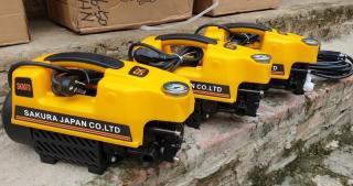 Máy rửa xe gia đình SAKURA 2500W công suất mạnh.Máy rửa xe áp lực cao tặng bình xịt tuyết, Máy rửa xe sản xuất theo công nghệ Nhật Bản thumbnail