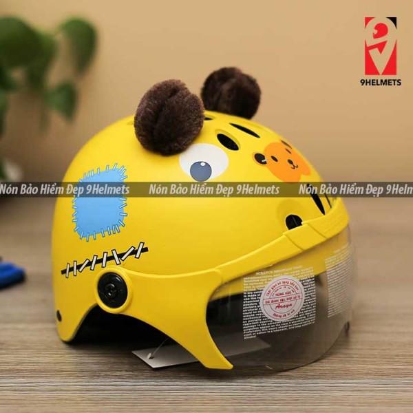 Giá bán [HCM]Mũ Bảo Hiểm Trẻ Em Có Kính Hình Gấu Vàng