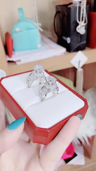 nhẫn kim tiền đính đá mạ bạc thời trang ,nhẫn nữ đẹp mạ bạc đá tròn đá pha lê sáng siêu lấp lánh lung linh xinh đẹp thiết kế sang trọng quý phái đẳng cấp Trang Sức Kado shop N170585 - đeo làm công sở cực sang chảnh và quý phái