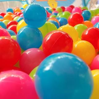 Combo 100 quả bóng nhựa mềm cho bé, Sét 100 quả bóng nhựa cao cấp giá sỉ hàng việt nam, 100 bóng nhựa cao cấp an toàn cho bé loại bóng size nhỡ 5.5cm, cam kết giao đủ hoặc thừa thumbnail