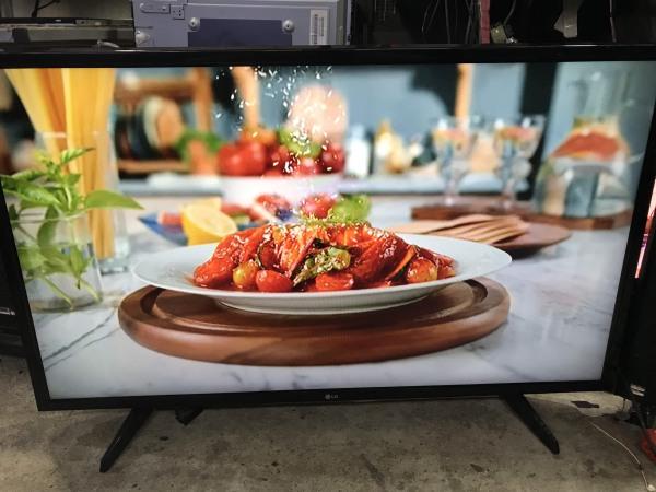 Bảng giá Internet Tivi LED LG  43LH570T 43 Inch Full HD 1920x1080 (khung đen)