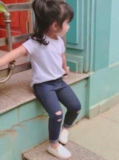 Quần giả bò, giả jeans dài rách cá tính cho bé trai, bé gái thumbnail
