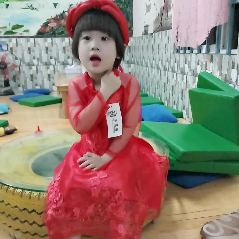 Giá bán Set bộ áo dài cách tân ren cao cấp mấn kép cho bé gái từ 12kg đến 26kg( màu đỏ, kem)