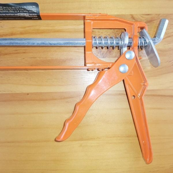 Súng bắn keo silicon cán đúc Truper cam