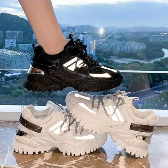 giày sneaker nữ hot trend 2020 phối phản quang lên chân cực đẹp giá rẻ