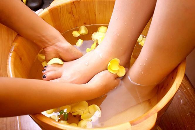 [Massage Khỏe 909 Âu Cơ] Massage Foot 75' (Massage Bấm Huyệt Trị Liệu Kèm Tinh Dầu - Đá Nóng)