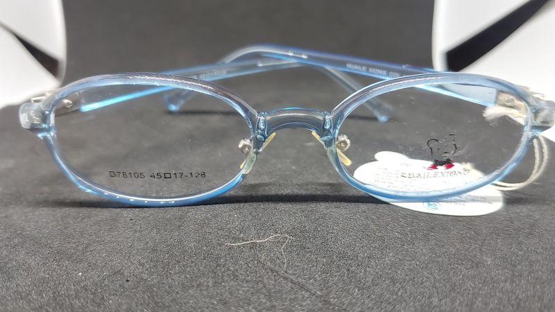 Mua mắt kính trẻ em hàng công ty