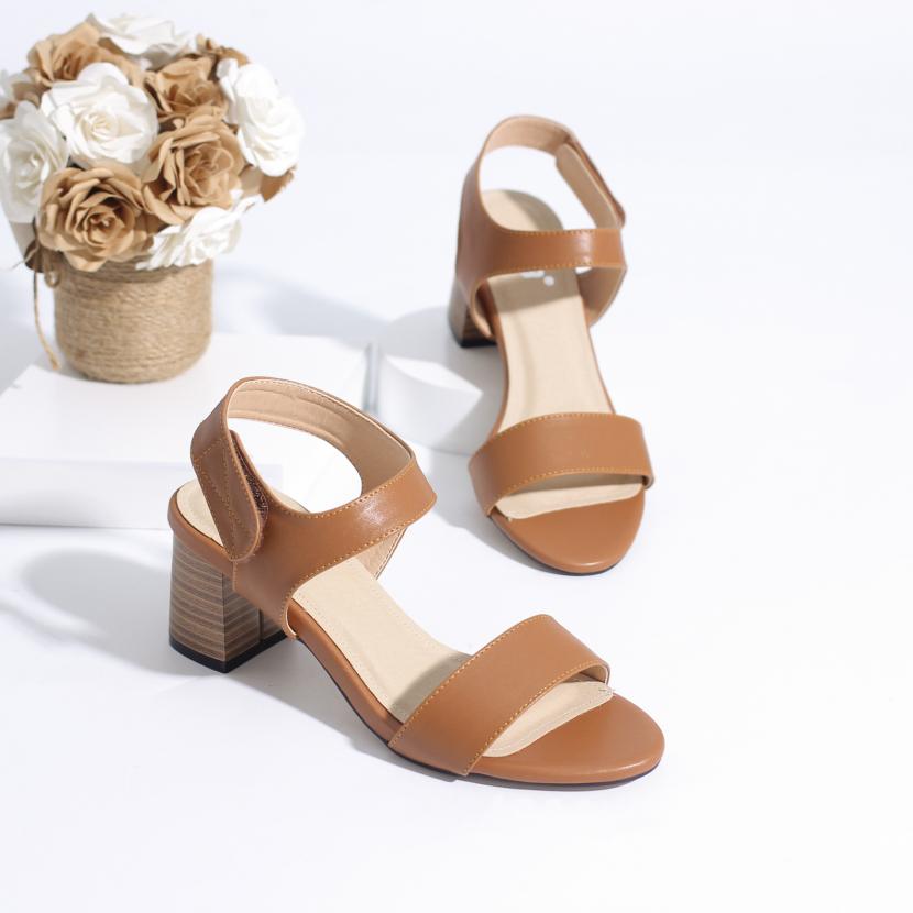 Giày Sandal Cao Gót 5cm Quai Dán Đế Gỗ Pixie 5245 giá rẻ
